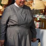 Nonne beim Einkauf