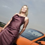 Frau mit Porsche Boxster orange