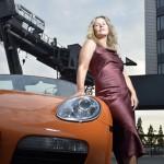 Frau mit Porsche Westhafen