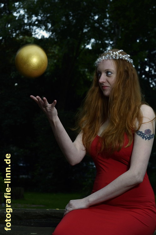 Prinzessin mit goldener Kugel