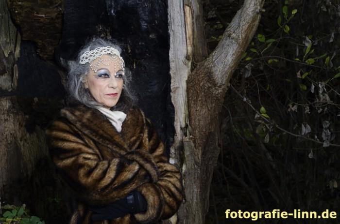 Carla im Pelzmantel