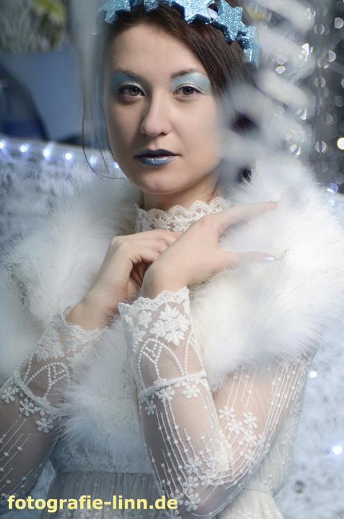 Schneekönigin mit Pelz