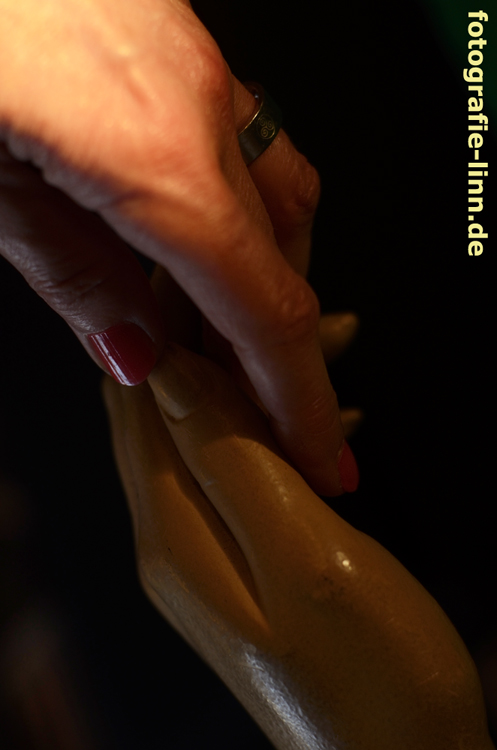 echte und künstliche Hände