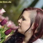 Julia mit Tulpen