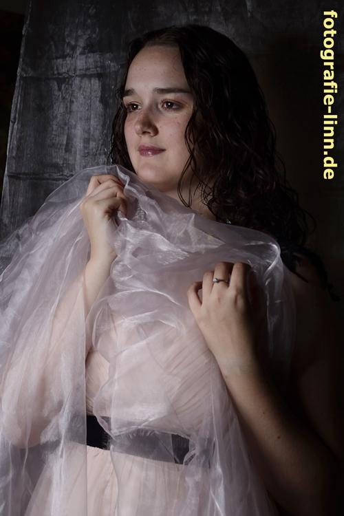 junge Frau mit Tuch