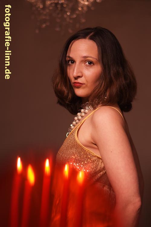 rotes Kerzenlicht