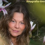 Portrait mit Blüten