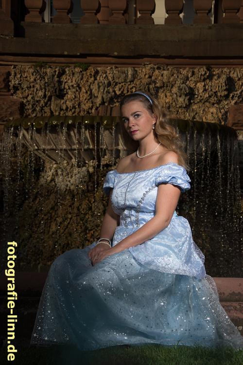 Cinderella am Brunnen