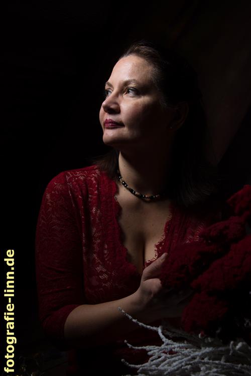 Portrait mit roter Schafgarbe