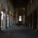 Kirchenschiff mit Säulen