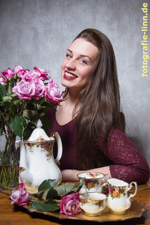 Stillleben mit Kaffee und Rosen