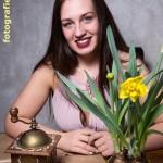 Kaffeemühle & gelbe Blüten