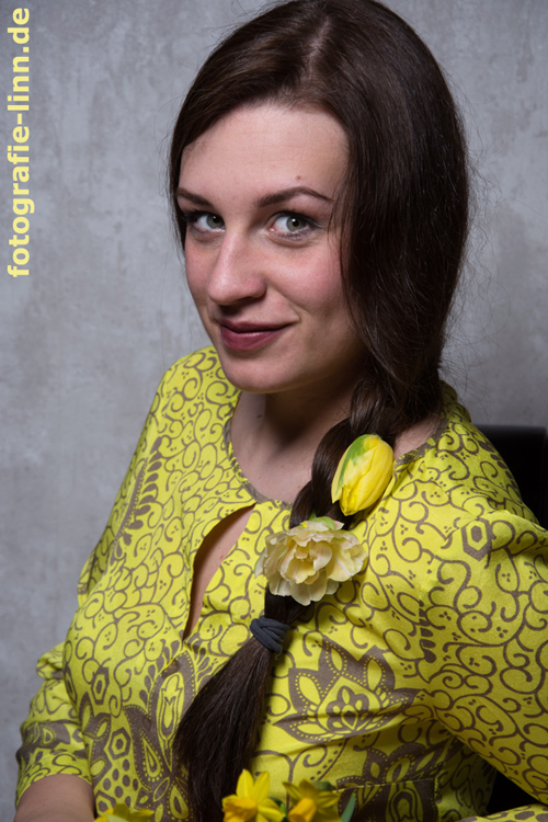 gelbe Tulpen im Haar