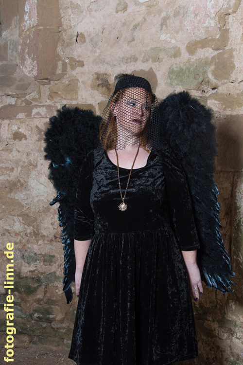 Engel oder schwarze Witwe?