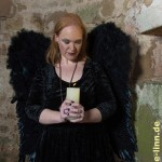 schwarzer Engel mit Kerze