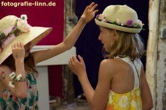 wer hat den schöneren Hut?