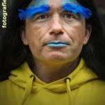 Portrait in blau-gelb