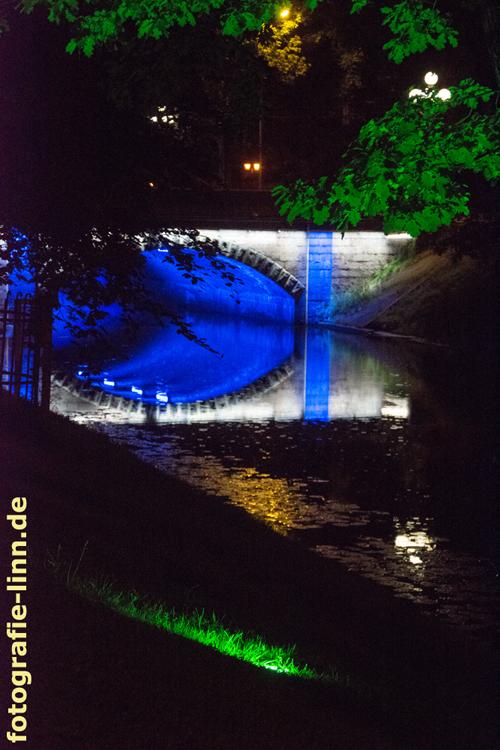 blaues Brückenlicht