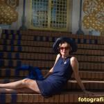 Lady auf Jugendstil-Treppe