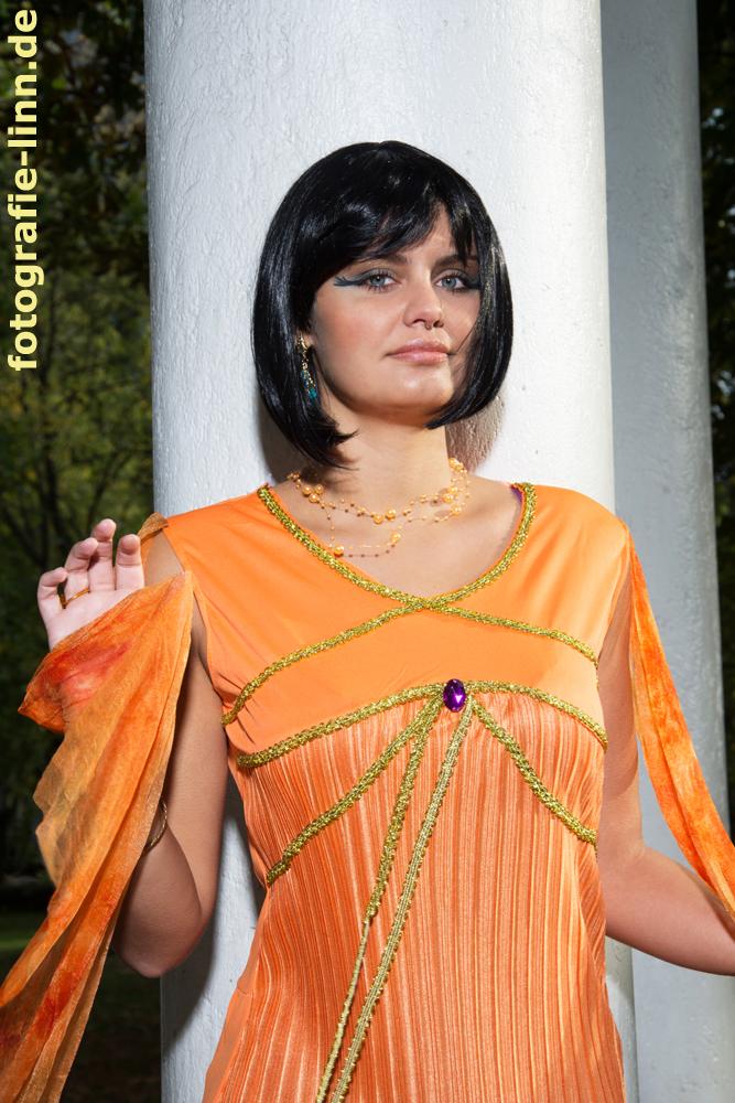 Cleopatra an der Säule