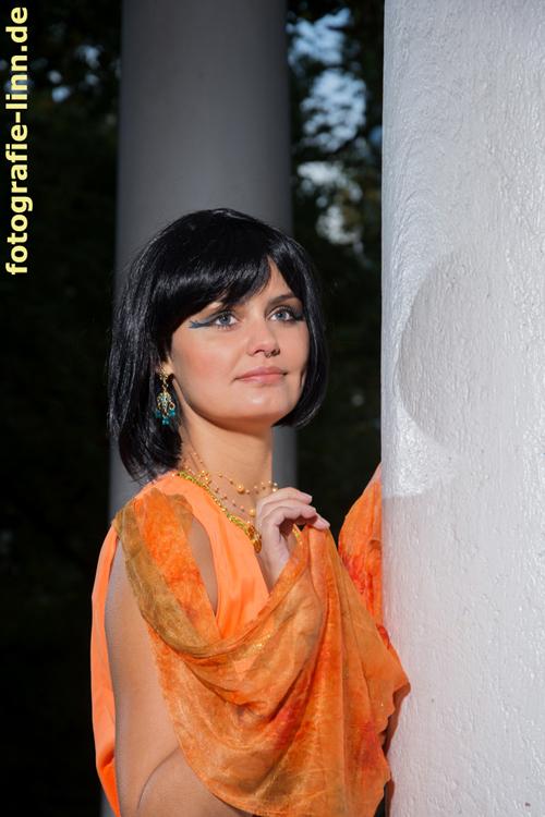 Model-Portrait als Cleopatra