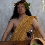 griechischer Gott mit langen schwarzen Haaren