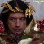 Portrait mit Granatapfel